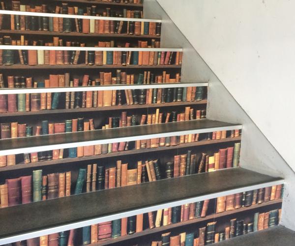 階段を壁紙でおしゃれに!