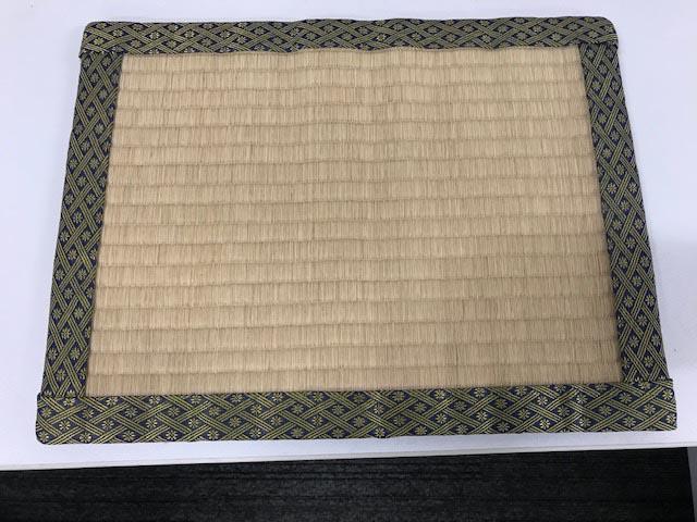 薄い畳のような何か